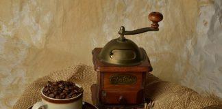 a coffee grinder (BURR VS BLADE GRINDER)